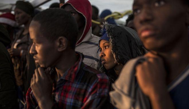 Μετανάστες που διασώθηκαν από ισπανική ΜΚΟ