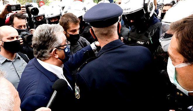 Επετειος Πολυτεχνειου Συγκεντρωση του ΚΚΕ  για ν ακολουθησει πορεια-Απαγορευση πορειας--Ο Γ.Γ του ΚΚΕ Δημ Κουτσουμπας Βρεθηκε αποκλεισμενος απο Αστυνομικες δυναμεις  ΧΡΣΗΤΟΣ ΜΠΟΝΗΣ//EUROKINISSI
