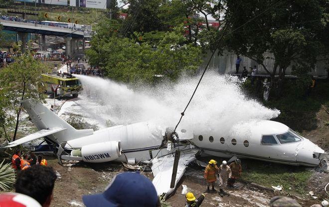 Τρόμος στον αέρα: Αεροπλάνο κόπηκε στα δύο και οι επιβάτες σώθηκαν