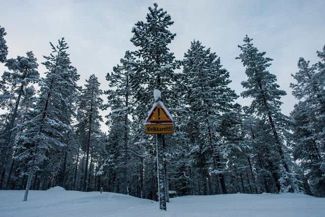A 3500km winter roadtrip to the Arctic Circle. Warning sign on a cross country skiing route, in Akäslompolo, Finland, on January, 3, 2017  /   3500.   .     cross country ski   Akäslompolo, , ,  3 , 2017