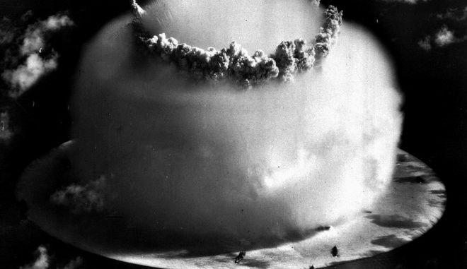 Εικόνα από την ατόλη Μπικίνι στα νησιά Μάρσαλ τον Ιούλιο του 1946 κατά την δοκιμή ατομικής βόμβας