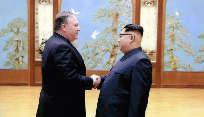 O Μάικ Πομπέο μαζί με τον Κιμ Γιονγκ Ουν