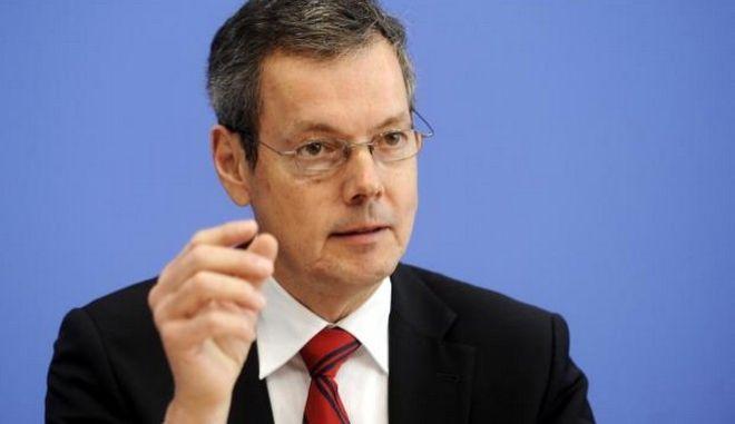 Μπόφινγκερ: Να δοθεί χρόνος στην ελληνική κυβέρνηση