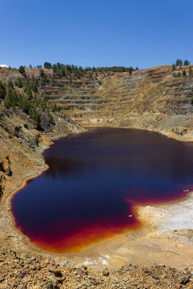 Εικόνα από την Κόκκινη Λίμνη ένα χρόνο πριν