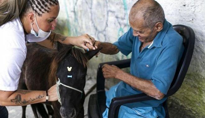 Ένοικος γηροκομείου στη Βραζιλία