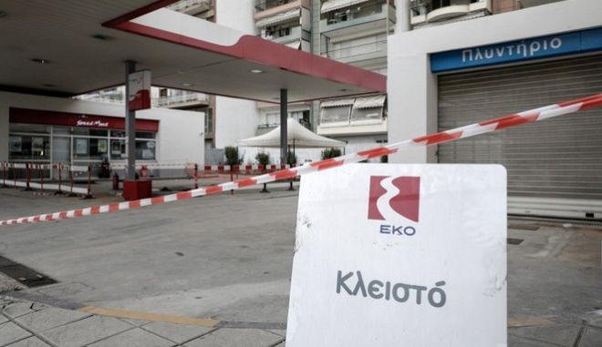 Bomb of WWII was found during excavation at gas station in Kordelio in the western suburb of Thessaloniki, on February 1, 2017. On Sunday February 12 will be held the process of inactivation and removal of the bomb containing 153 kilograms of explosives by a three-member team of military Land Minefield Clearance Battalion (TENX). During the process coordinated by the Region of Central Macedonia, almost 72.000 residents of the municipalities of Kordelio, Evosmos, Ampelokipi and Menemeni will have to evacuate their homes until the process is complete. Thessaloniki, Greece on Feb. 10, 2017. /   2             1  2017.   12             153            ().            72.000    , ,               . , , 10  2017.