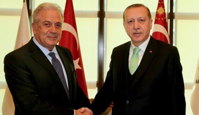 Συνάντηση Αβραμόπουλου - Ερντογάν: Ο Τούρκος πρόεδρος προσβλέπει στην επίσκεψη στην Αθήνα