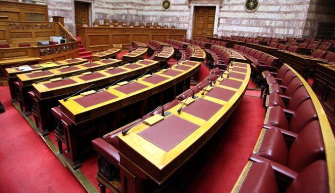 Με τη διαδικασία του κατεπείγοντος εισάγεται στην ολομέλεια της βουλής αύριο το πρωί  και ψηφίζεται το βράδυ το νομοσχέδιο για το νέο οικονομικό πρόγραμμα της χώρας (EUROKINISSI/ ΓΙΑΝΝΗΣ ΠΑΝΑΓΟΠΟΥΛΟΣ)