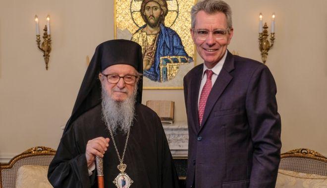 Ο πρέσβης των ΗΠΑ στην Αθήνα, Τζέφρι Πάιατ κατά την συνάντησή του με τον Αρχιεπίσκοπο Αμερικής, Δημήτριο