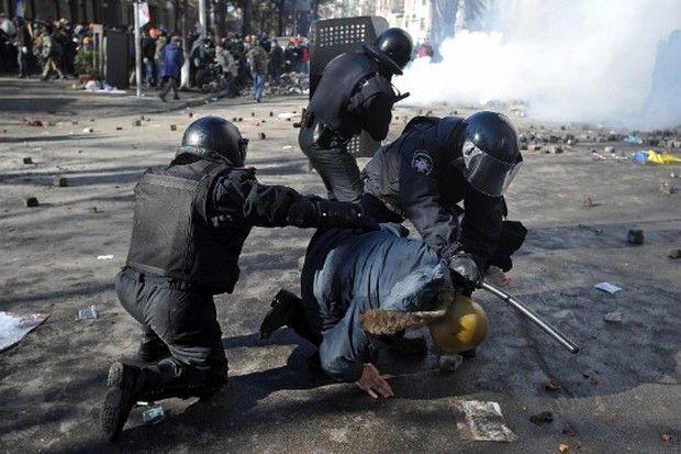 LIVE Εικόνα: Αίμα στους δρόμους του Κιέβου. Στους 14 οι νεκροί. Εκτός ελέγχου η πολιτική κρίση