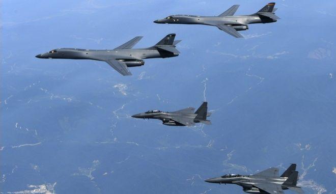 Ο Τραμπ απάντησε με υπερπτήση βομβαρδιστικών πάνω από την κορεατική χερσόνησο