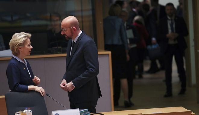 H Ούρσουλα φον ντερ Λάιεν και ο Σαρλ Μισέλ στο Ευρωπαϊκό Συμβούλιο στις Βρυξέλλες.