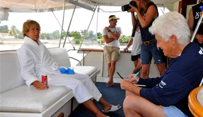 Παγκόσμιο ρεκόρ: Κολύμπησε από τις ΗΠΑ στην Κούβα η 64χρονη Diana Nyad