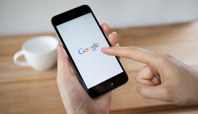 Λογότυπο της Google σε οθόνη Smartphone