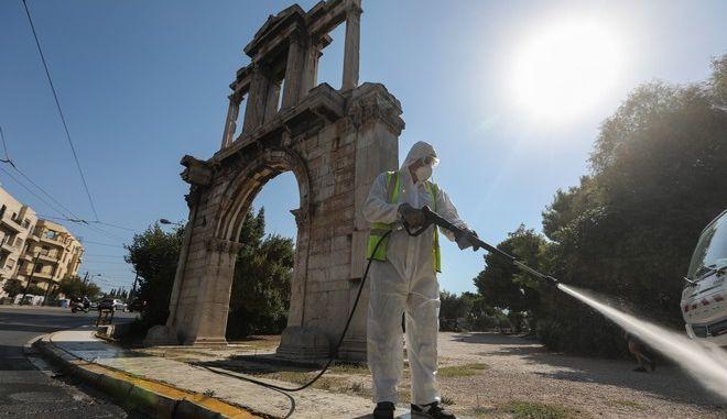 Απολύμανση στην Πύλη του Αδριανού