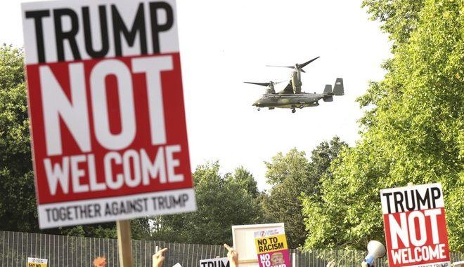 Διαδήλωση με κατσαρόλες και κουδουνίστρες κατά της επίσκεψης Τραμπ