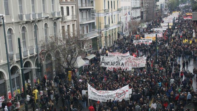 15-12-2010-ΑΘΗΝΑ-Εικοσιτετράωρη πανελλαδική απεργία έχουν κηρύξει σήμερα η ΓΣΕΕ και η ΑΔΕΔΥ ενάντια στο πολυνομοσχέδιο «σκούπα» για τις ΔΕΚΟ και τις Συλλογικές Συμβάσεις Εργασίας-πανεργατικό συλλαλητήριο ΓΣΕΕ-ΑΔΕΔΥ στο Πεδίον του Αρεως.(EUROKINISSI-ΤΑΤΙΑΝΑ ΜΠΟΛΑΡΗ)
