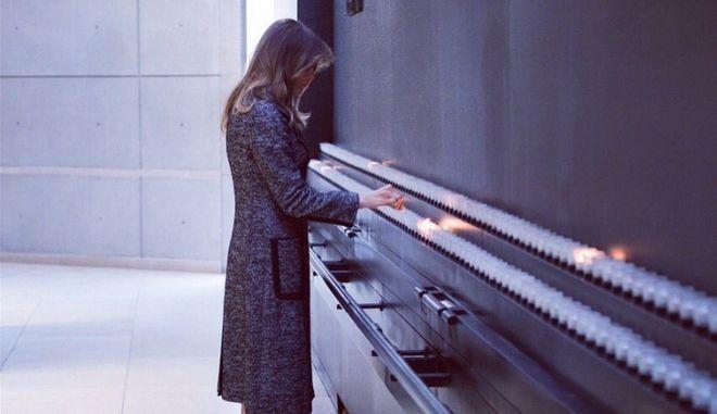 Επανεμφάνιση της Μελάνια Τραμπ: Επισκέφτηκε μόνη το Μουσείο Μνήμης του Ολοκαυτώματος