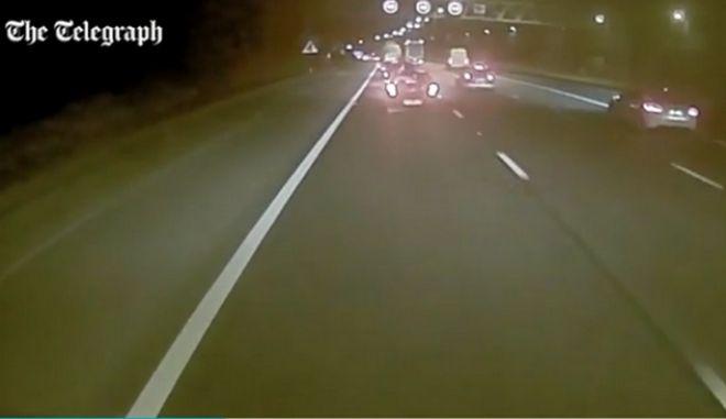 Βίντεο: Νταλικέρης αποκοιμιέται στο τιμόνι και δείτε τι συμβαίνει