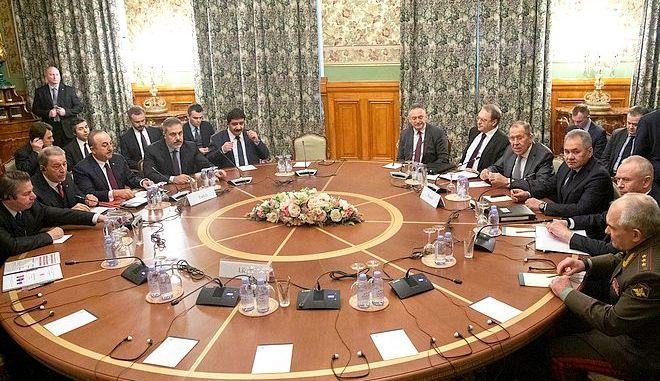 Ρώσοι και Τούρκοι στο τραπέζι της διαπραγμάτευσης