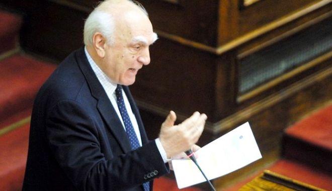 Πέθανε ο πρώην υπουργός του ΠΑΣΟΚ, Λάμπρος Παπαδήμας