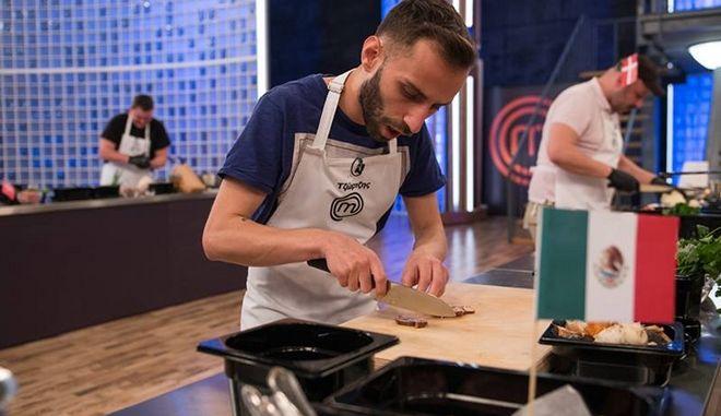 Ο Τζώρτζης μαγειρεύει στην κουζίνα του master chef