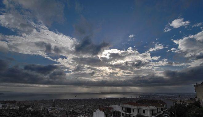 Συννεφιά πάνω από την πόλη της Θεσσαλονίκης