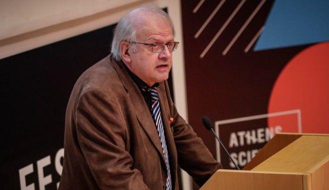 Ο Άκης Τσελέντης