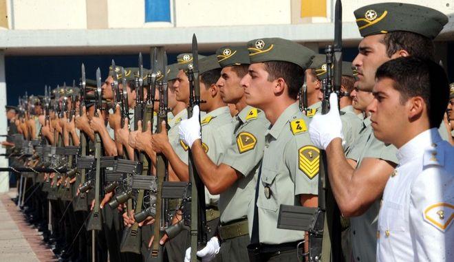Ο υπουργός Εθνικής Άμυνας, Πάνος Μπεγλίτης, παρεβρέθηκε στη Στρατιωτική Σχολή Ευελπίδων (ΣΣΕ) την Πέμπτη 21 Ιουλίου 2011, για να παρακολουθήσει την τελετή ορκωμοσίας των νέων Ανθυπολοχαγών τάξεως 2011 «Λοχαγός Αναστάσιος Γιώτης». Τα ξίφη επέδωσε ο Πρόεδρος της Δημοκρατίας, Κάρολος Παπούλιας. (EUROKINISSI // ΑΝΤΩΝΗΣ ΝΙΚΟΛΟΠΟΥΛΟΣ)