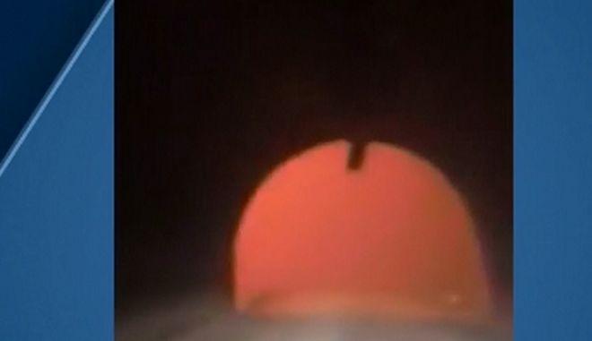Γυναίκα περνάει με το αυτοκίνητό της μέσα από τις φλόγες στο Μαλιμπού