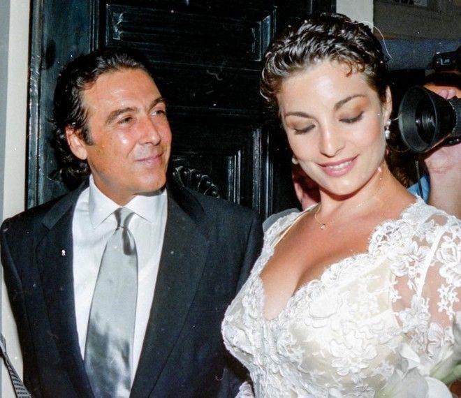 Ο Τόλης Βοσκόπουλος στο γάμο του με την Άντζελα Γκερέκου