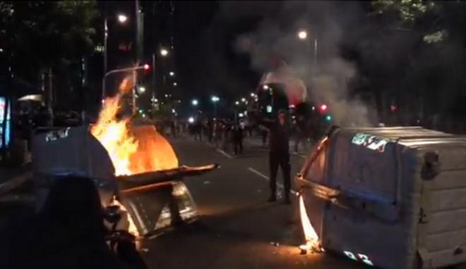 Σερβία: Διαδηλωτές εισέβαλαν στο Κοινοβούλιο