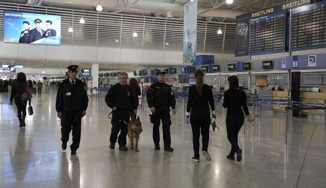 """Φωτό αρχείου: Αστυνομία στο αεροδρόμιο """"Ελεθέριος Βενιζέλος"""""""