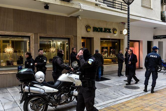 Ένοπλη ληστεία σημειώθηκε το πρωί της Δευτέρας 17 Δεκεμβρίου 2018, στο κατάστημα της ROLEX στην οδό Βουκουρεστίου στο Κολωνάκι.