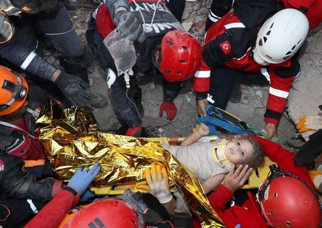 Η μικρή Ayda Gezgin ανασύρθηκε ζωντανή, 91 ώρες μετά τον σεισμό