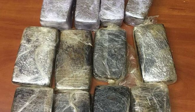 """Σε """"καβάτζα"""" ναρκωτικών είχε μετατραπεί κλεμμένο σταθμευμένο όχημα στη Νίκαια"""