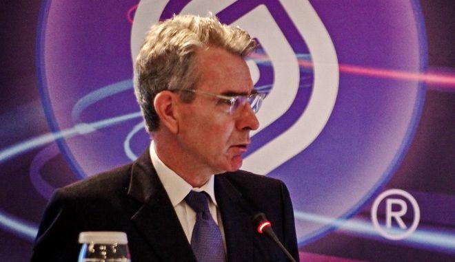Ο Αμερικανός πρέσβης, Τζέφρι Πάιατ