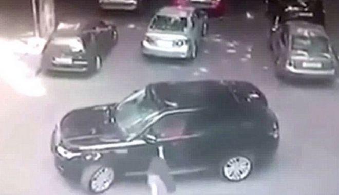 Βίντεο: Σκότωσαν εν ψυχρώ αρχηγό της μαφίας μέρα μεσημέρι