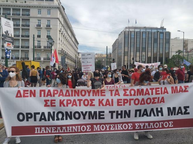 Στο δρόμο για το 8ωρο - Ξεκίνησαν οι συγκεντρώσεις στην Αθήνα, μαζική η κινητοποίηση του ΠΑΜΕ