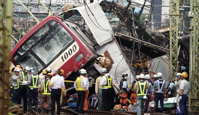 Ένας νεκρός, 34 τραυματίες στη σύγκρουση τρένου με φορτηγό στη Γιοκοχάμα