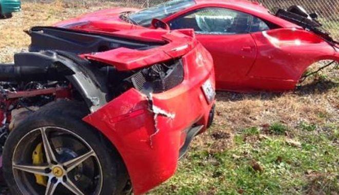 Μια Ferrari 458 Italia κόπηκε στα δύο μετά από συντριβή στην Αλαμπάμα