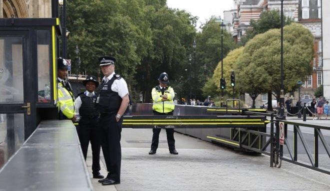 H Metropolitan Police απέλυσε ανώτερη αξιωματικό που καταδικάστηκε για κατοχή βίντεο παιδικής κακοποίησης, παραλείποντας μια λεπτομέρεια στην οποία εκείνη πάτησε για να επιστρέψει στο σώμα.