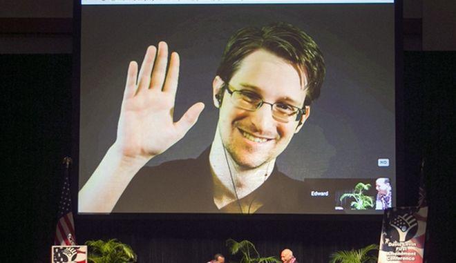 O Edward Snowden εμφανίζεται σε ζωντανή μετάδοση από τη Μόσχα σε μια εκδήλωση σε αμερικανικό έδαφος, 14 Φεβρουαρίου 2015.