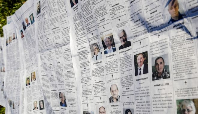 Φύλλο ιταλικής εφημερίδας με τις αναγγελίες κηδειών στο Μπέργκαμο