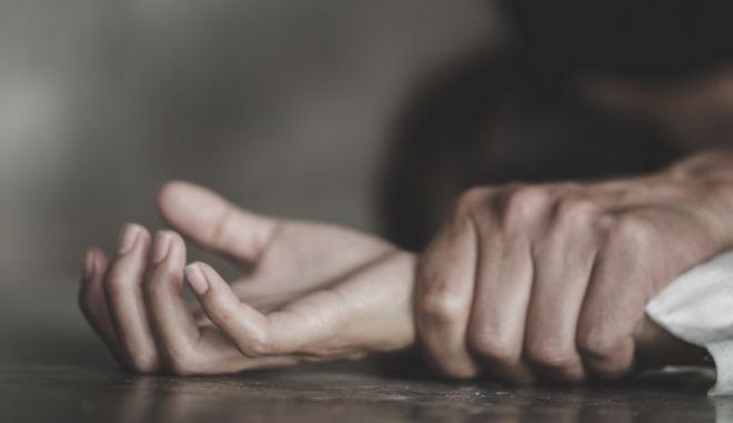 Χαλκίδα: Την κρατούσε όμηρο για 14 μέρες σε σπίτι και τη βίαζε