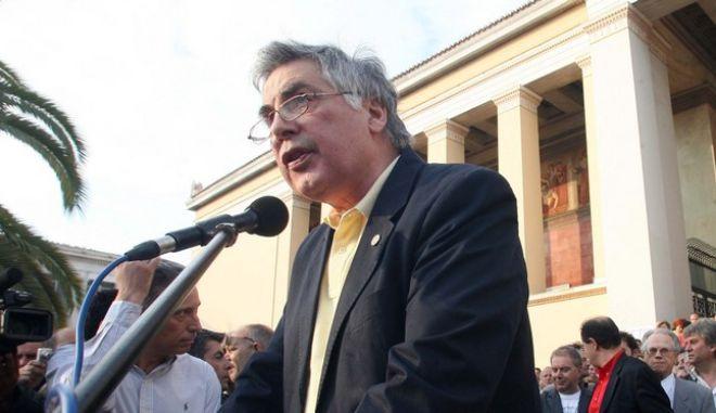 Την Τρίτη 31 Μαΐου 2011,  στα Προπύλαια του Πανεπιστημίου Αθηνών πραγματοποιήθηκε μεγάλη ανοιχτή συγκέντρωση με πρωτοβουλία του Πρύτανη του Εθνικού και Καποδιστριακού Πανεπιστημίου Αθηνών, Θεοδόση Πελεγρίνη, του Έλληνα μουσικοσυνθέτη Μίκη Θεοδωράκη και των καθηγητών Γιώργου Κασιμάτη, Γιώργου Κατρούγκαλου, Νότη Μαριά, Κώστα Μπέη και Κώστα Χρυσόγονου. (EUROKINISSI / TATIANA ΜΠΟΛΑΡΗ)