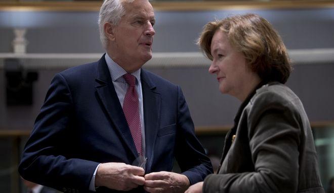 Ο Μισέλ Μπαρνιέ με την γαλλίδα υπουργό Ευρωπαϊκών Υποθέσεων, Ναταλί Λουαζό