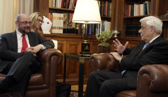 Συνάντηση του Προέδρου της Δημοκρατίας Προκόπη Παυλόπουλου με τον πρόεδρο του Ευρωπαϊκού Κοινοβουλίου Μάρτιν Σούλτς την Τετάρτη 4 Νομεβρίου 2015, στο Προεδρικό Μέγαρο.  (EUROKINISSI/ΓΙΩΡΓΟΣ ΚΟΝΤΑΡΙΝΗΣ)