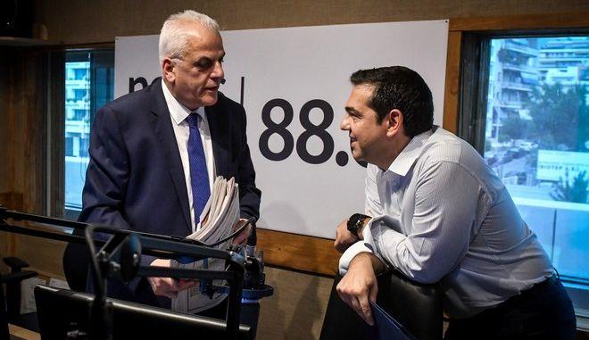 """Ο Αλέξης Τσίπρας στον News 24/7 στους 88,6: Το δώρο Χριστουγέννων, η επίθεση στη ΝΔ και το """"Paint it Black"""""""