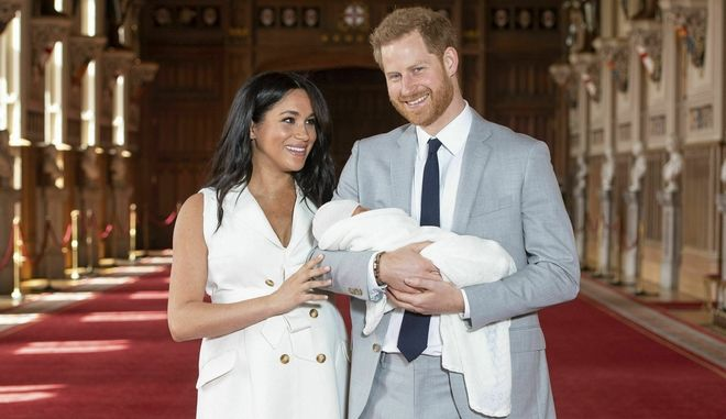 Ο Πρίγκιπας Χάρι και η Μέγκαν με το Βασιλικό Μωρό